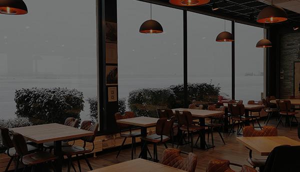 Restaurant Les Têtes Brûlées Salle spacieuse, équipe dynamique